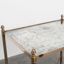 Mesa pequeña latón