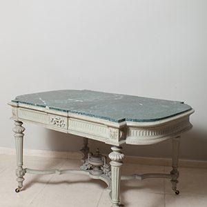 Mesa estilo Luis XVI